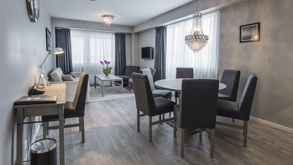 Suite 300, family room, suite